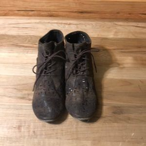 NWOT Unlisted by Kenneth Cole lace up booties